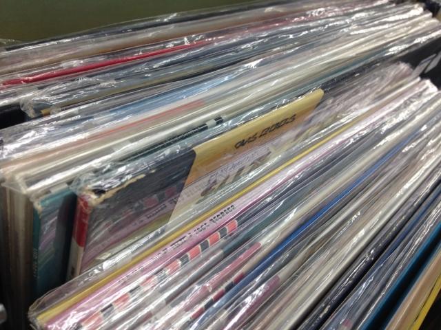 レコードコレクションが整理しても棚に入りきらない時の対処法